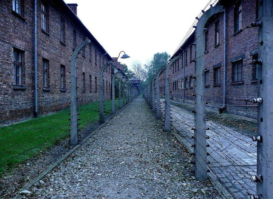 Campo di concentramento di Auschwitz. Luogo di deportazione di Pimo Levi autore di Se questo è un uomo.