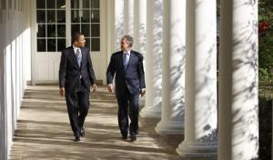 Obama e Bush camminano