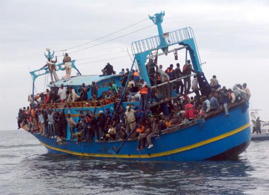 Risultati immagini per immigrazione barconi