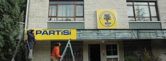 baris-ve-demokrasi-partisi-genel-merkezi-tabelasini-asti-ankara-20091218A1812072-01