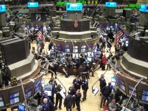 Borse, continuano i ribassi: cosa sta succedendo sui mercati?