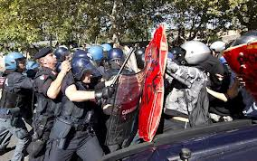 scontri polizia manifestanti