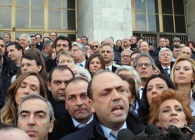 Rassegna stampa tp la marcia del pdl contro i magistrati for Parlamentari pdl