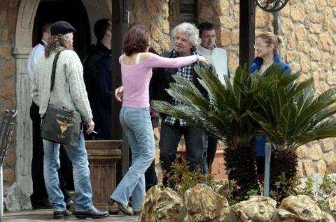 Grillo incontra i suoi parlamentari.