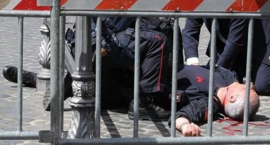 sparatoria palazzo chigi due carabinieri feriti