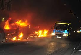 Un'immagine dei disordini scoppiati a Stoccolma nei giorni scorsi