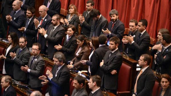 M5s no redditi online per 84 parlamentari su 156 for Parlamento movimento 5 stelle
