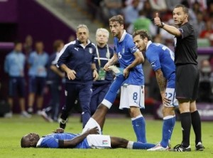 Un'immagine vista spesso durante la Confederations: giocatori in preda ai crampi