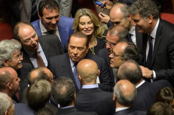 berlusconi senato accerchiato senatori pdl