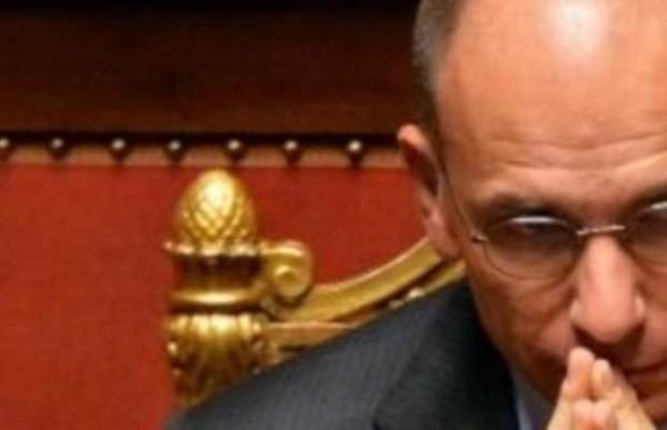 """Napolitano a Letta """"Verifica in Parlamento"""" Nodo dimissioni sottosegretari FI"""