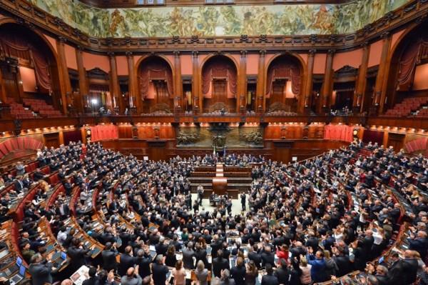 Renzi rischia forza italia chiede il senato elettivo for Senato italia