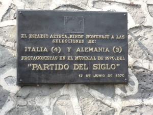 """La targa commemorativa della """"Partita del Secolo"""" fra Italia e Germania al mondiale '70"""