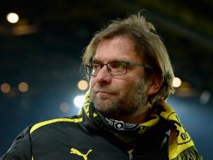 Klopp, il tecnico del Borussia, si trova ad affrontare l'emergenza in difesa.