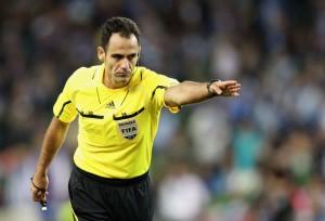 L'arbitro Carballo protagonista di una prestazione discutibile.