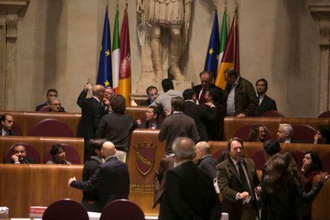 Roma, in consiglio comunale gomitata a Marino