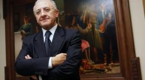 Garante Concorrenza: De Luca incompatibile binomio sindaco-viceministro.