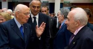 giorgio napolitano saluta giovanni sartori politologo entrambi attaccati da grillo