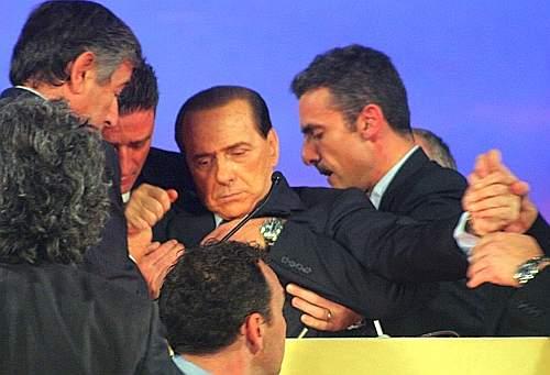 """Zangrillo, medico Berlusconi """"Non segua decadenza, neanche in tv"""""""