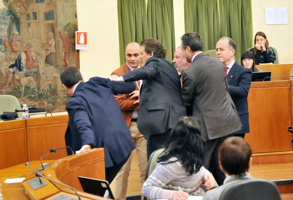 Regione Piemonte, rissa in consiglio regionale