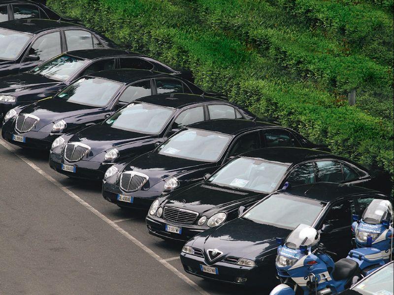 """Spending review, Cottarelli """"in Italia troppe auto blu"""""""