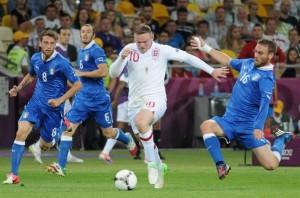 Rooney in azione contro l'Italia durante gli Europei del 2012
