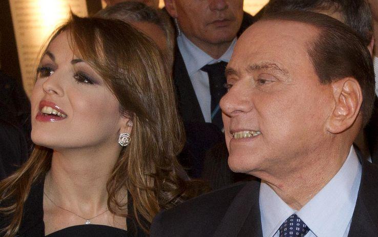Pascale: mine antiuomo intorno casa per evitare gli assalti a Silvio