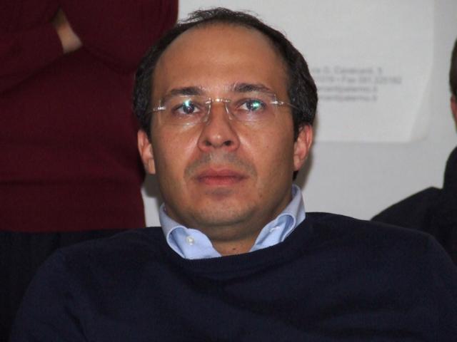 Nuti del M5S attacca Davide Faraone del Pd, componente segreteria Renzi