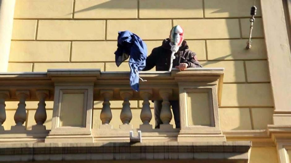 Casapound, sit in a Roma manifestanti presidiano Tribunale