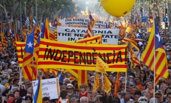 """Referendum sull'indipendenza della Catalogna: per il governo Madrid è """"incostituzionale"""""""
