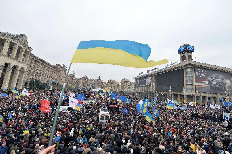 Scontri a Kiev, in 400 mila sfidano le teste di cuoio