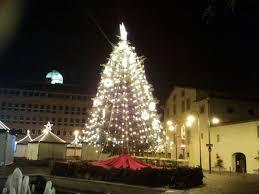 Natale, per Federalberghi a casa 4 italiani su 5