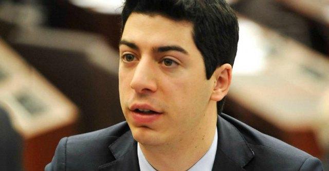 Renzo Bossi indagato a Tirana, 77 mila euro per comprarsi la laurea