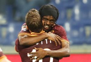 Gervinho festeggia il gol con Totti