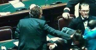 Camera, dopo lo schiaffo Dambruoso si scusa con la deputata Lupo del M5S