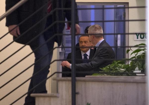berlusconi nella sede del pd per incontrare renzi