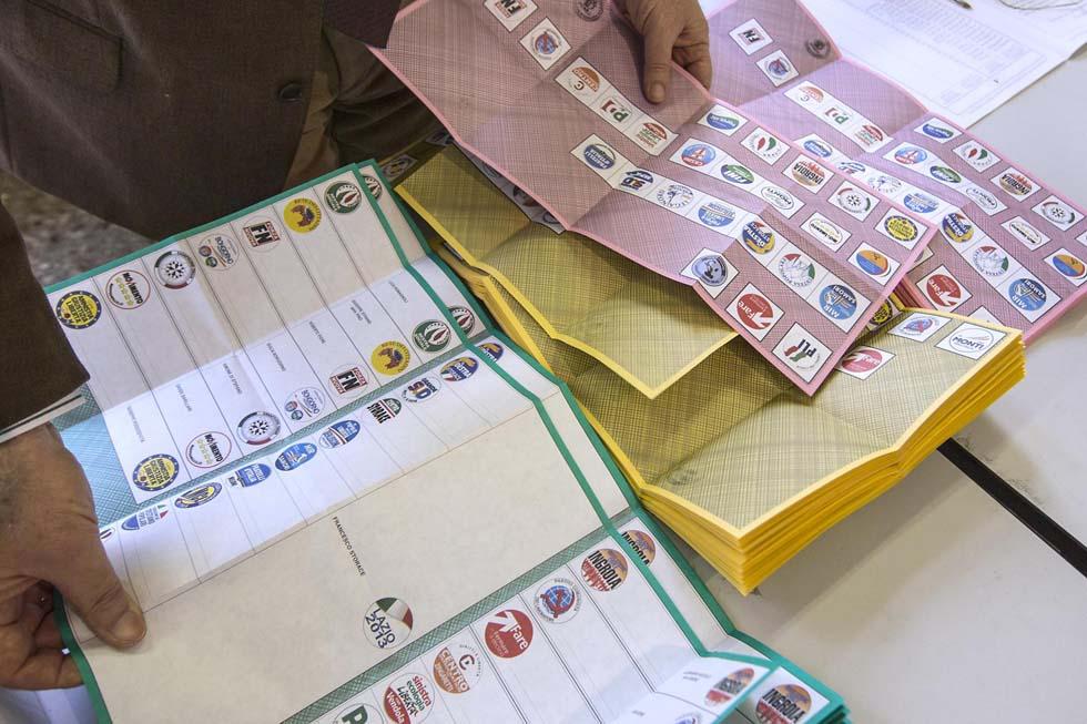 Legge elettorale, manca il testo primo rinvio in Commissione per l'Italicum