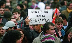 Piu emigranti ma lItalia rimane approdo di immigrati