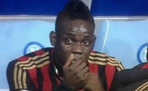 le lacrime di Balotelli dopo la sostituzione