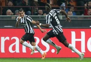 l'esultanza di Tevez dopo il gol del 2 a 0