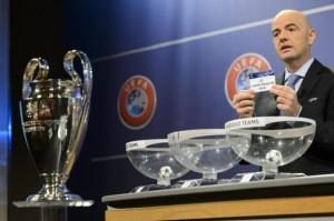 delegato Uefa sorteggia i nomi delle squadre