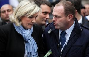Le Pen con il prossimo sindaco di Hénin Beaumont Steev Briois