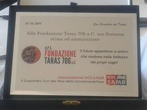 Targa consegnata alla Fondazione Taras