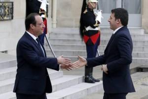 Stretta di mano Renzi Hollande