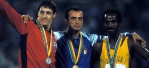 Mennea sul podio olimpico di Mosca nel 1980. Oro nei 200 mt