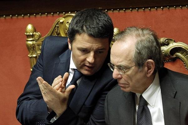 premier renzi e ministro economia padoan recessione pil negativo