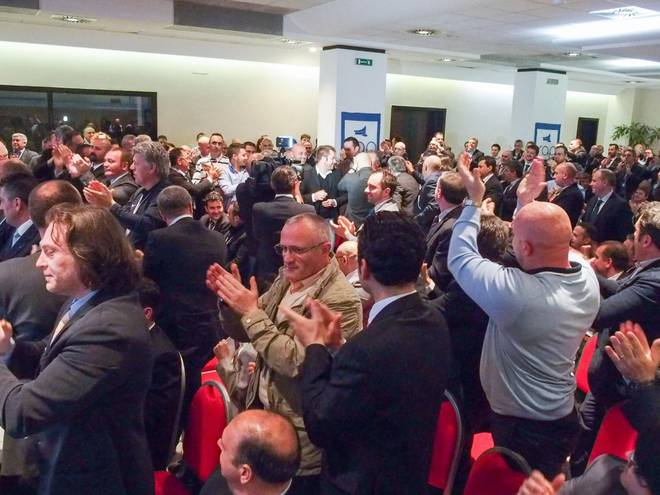 alfano salvini renzi pansa tutte le reazioni ad applauso sindacato sap a poliziotti