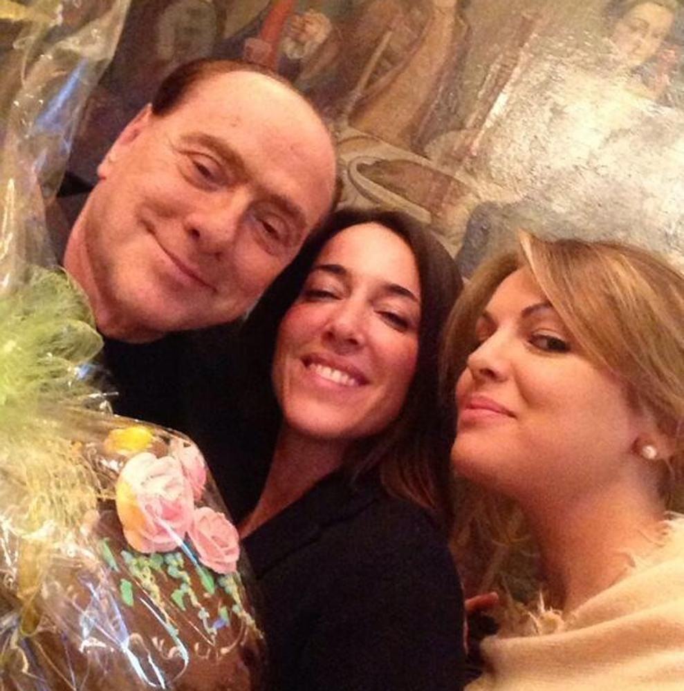 selfie pasquetta berlusconi francesca pascale e licia ronzulli