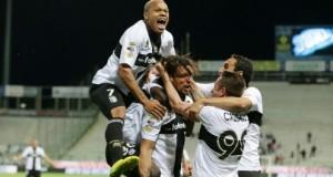 Esultanza al gol di Amauri che ha spinto i gialloblù in Europa League