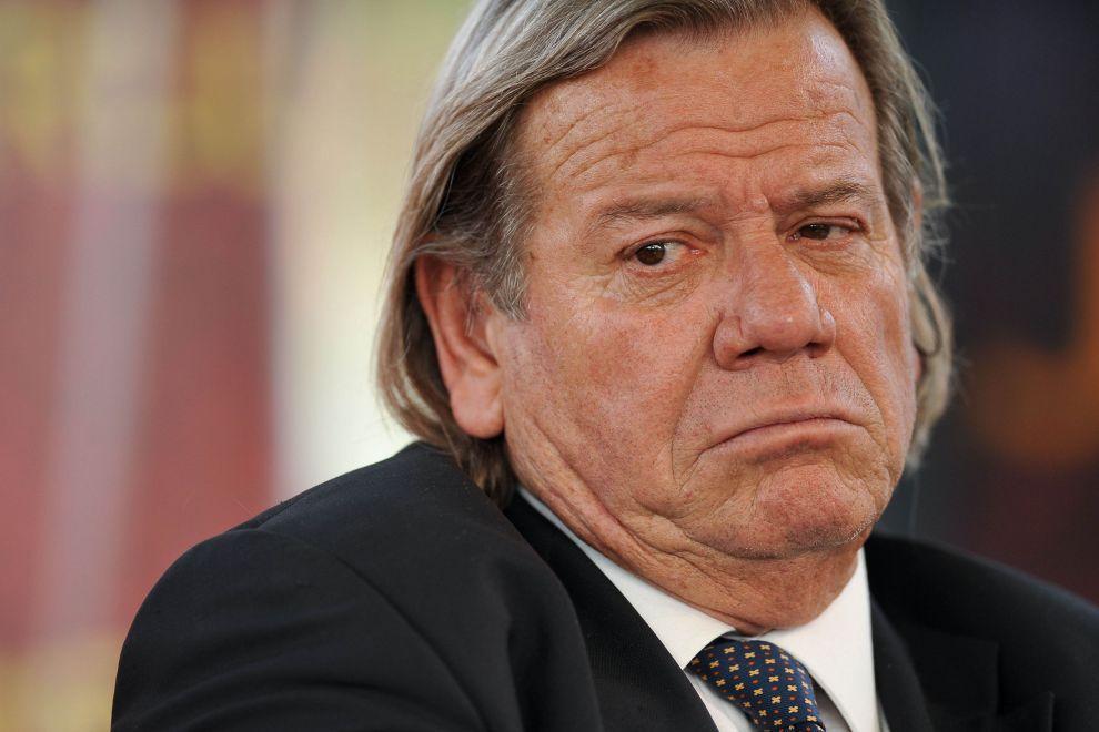 bianconi insulta adinolfi che replica annunciando querela scontro su premier renzi