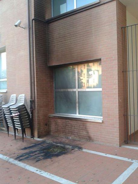 bomba contro la sede del pd di firenze